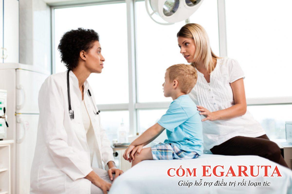 Với trẻ bị rối loạn tic, việc đi khám đúng chuyên khoa là rất quan trọng